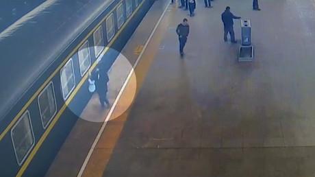 Sauvetage in extremis d'une fillette tombée sur la voie juste avant le départ du train