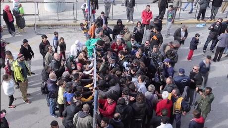 Grèce : des migrants empêchent un ministre de visiter un camp de réfugiés