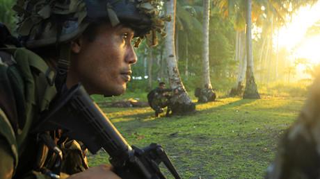 Des soldats philippins combattent les terroristes d'Abou Sayyaf dans l'île de Mindanao, aux Philippines, en août 2016, photo ©MARK NAVALES / AFP