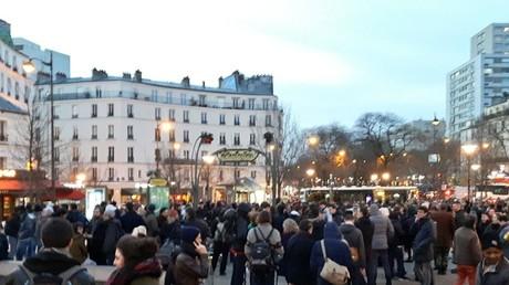 Les manifestants dénoncent les violences policières à Paris le 7 février