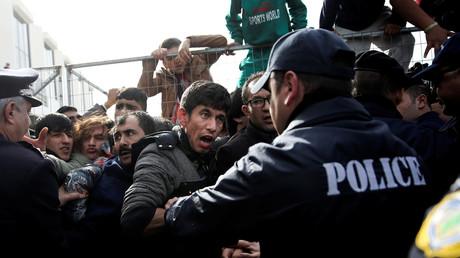 Des migrants afghans en Grèce