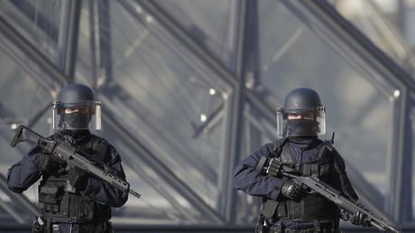 Abdallah El-Hamahmy, l'assaillant du Louvre, aurait prévenu l'un de ses amis au résidant aux Emirats arabes unis
