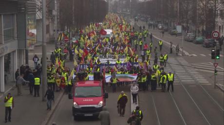 15 000 Kurdes de différentes parties d'Europe défilent à Strasbourg réclamant la libération d'Öcalan