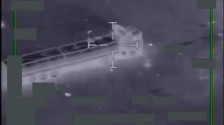 En novembre 2015, l'armée de l'air américaine détruit 116 camion-citernes utilisés par Daesh pour transporter et vendre du pétrole, capture d'écran YouTube