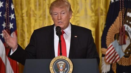Donald Trump nomme Alexander Acosta au Travail et promet un nouveau décret sur l'immigration
