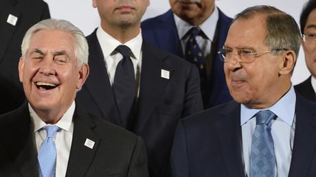 Le secrétaire d'Etat américain Rex Tillerson (à gauche) et le ministre russe des Affaires étrangères Sergueï Lavrov