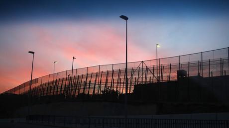 La barrière à la frontière espagnole à Ceuta