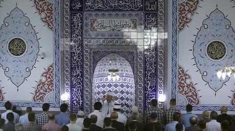 Un imam prêche dans la mosquée de Merkez Buyuk Cami à Dortmund (image d'illustration)