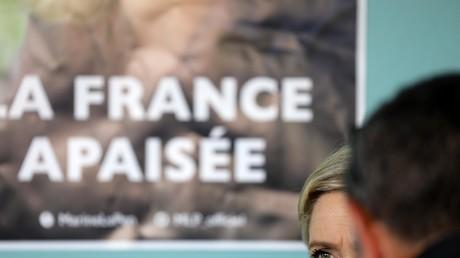 Un élu FN du Morbihan menacé avec une arme alors qu'il collait des affiches