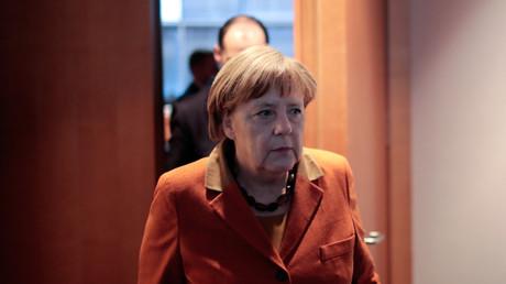 La chancelière allemande a dû s'expliquer devant une commission parlementaire à propos des liens entre les services de renseignement allemands et américains