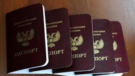 Moscou reconnaît les passeports des républiques autoproclamées de Donetsk et de Lougansk