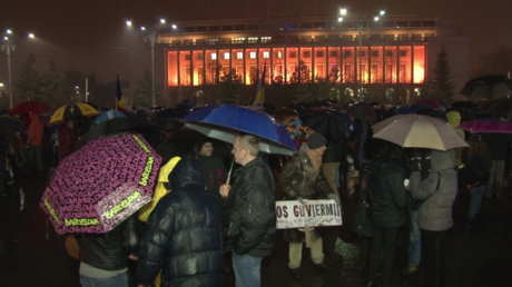 A Bucarest, les habitants manifestent contre la corruption pour la 20e nuit consécutive (VIDEO)