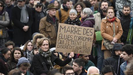 Une manifestation contre la corruption des élus à Paris