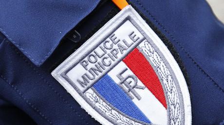 Un insigne de la police municipale