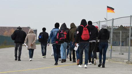 Des migrants arrivent à un lieu d'enregistrement des demandeurs d'asile, près de Munich, en Allemagne
