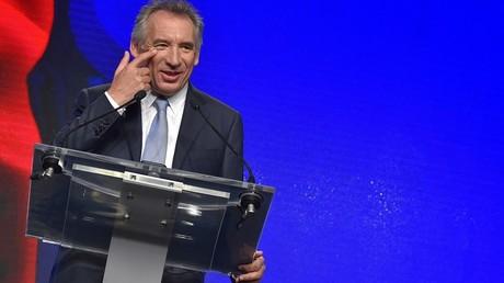 La droite a largement commenté l'alliance entre Bayrou et Macron