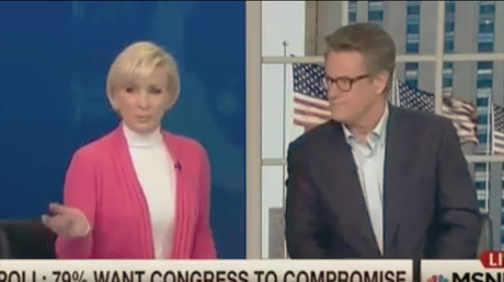 La journaliste présentatrice Mika Brzezinski en plateau sur la chaîne d'information continue MSNBC le 22 février 2017, capture d'écran YouTube,, DR
