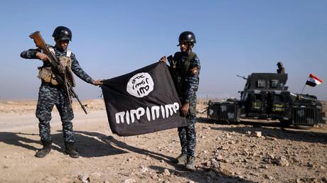 Les militaires irakiens ont saisi le drapeau de Daesh à Albu Saif, le 22 février 2017