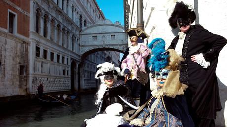Le spectaculaire défilé des masques à Venise