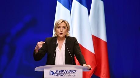 Marine Le Pen la candidate frontiste à l'élection présidentielle française lors de son meeting au zénith de Nantes.