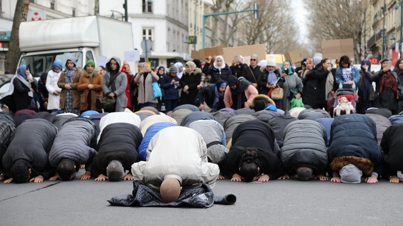 """Résultat de recherche d'images pour """"prières de rue clichy"""""""