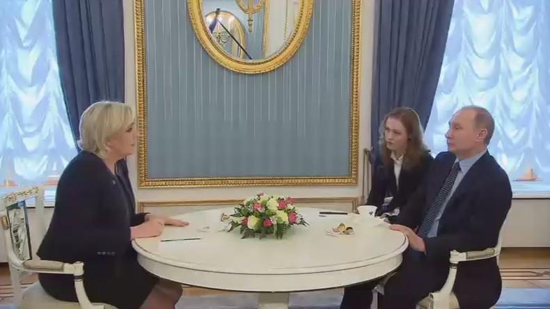 Vladimir Poutine a reçu la présidente du Front national Marine Le Pen au Kremlin