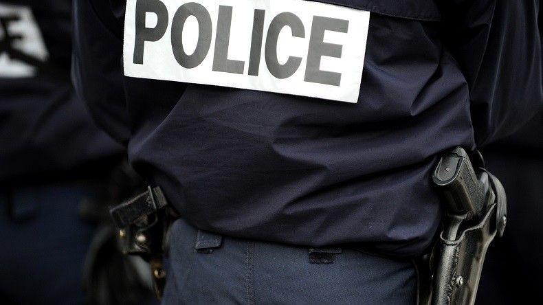 Une femme au visage dissimulé arrêtée après avoir menacé des passants avec un couteau à Dijon
