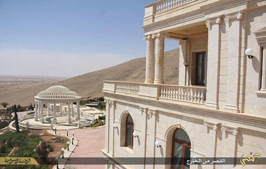 Ancienne propriété présumée du Qatar, un manoir de Daesh a été libéré près de Palmyre (VIDEO)