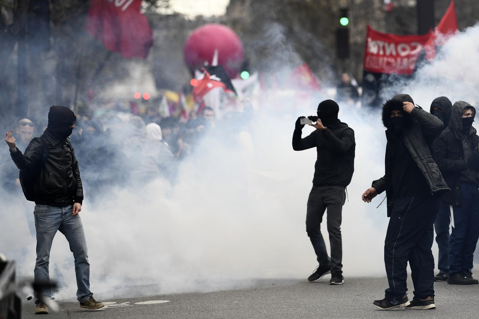 Echauffourées lors de la marche contre les violences policières à Paris (IMAGES)