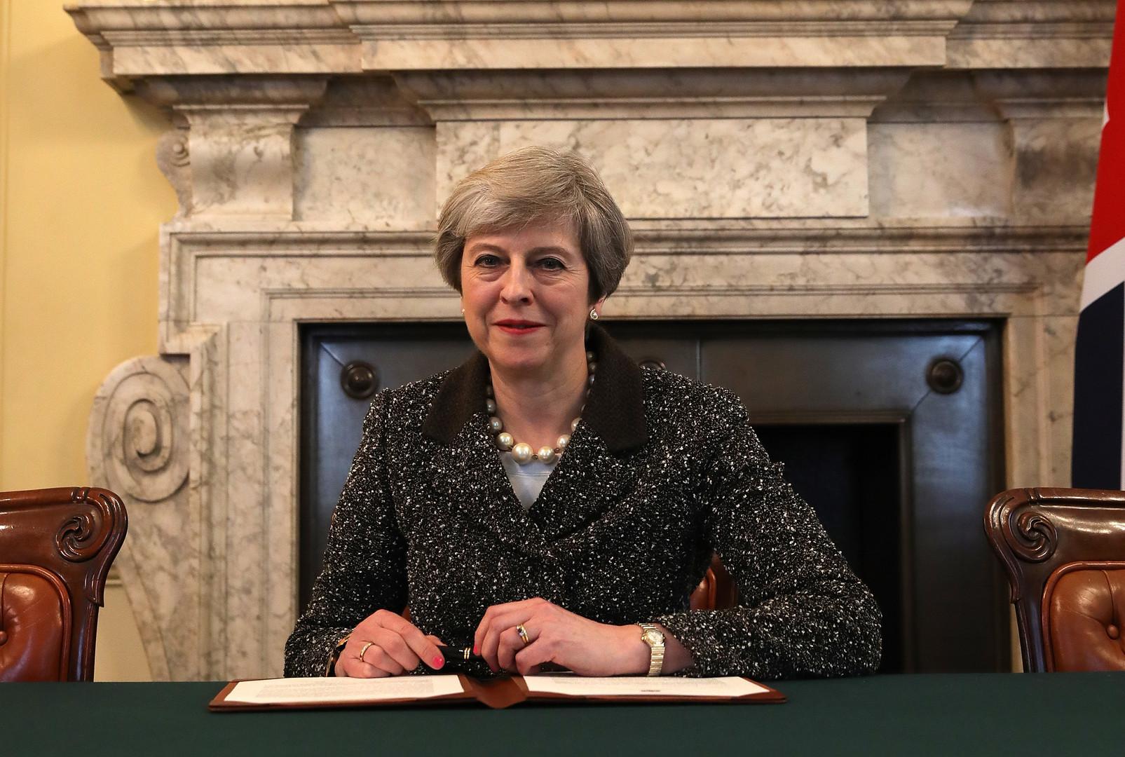 Theresa May a signé la lettre qui va déclencher le Brexit (PHOTOS)