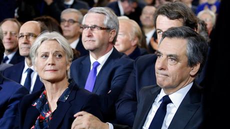 Convoqué par les juges, François Fillon a convoqué ses proches et demandé conseil aux cadres de son parti