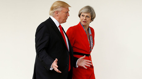 Donald Trump accompagnant Theresa May à la Maison Blanche, le 27 janvier 2017