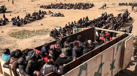 Les Irakiens sont déplacés dans des camps de réfugiés lors d'une opération militaire à Mossoul en février 2017