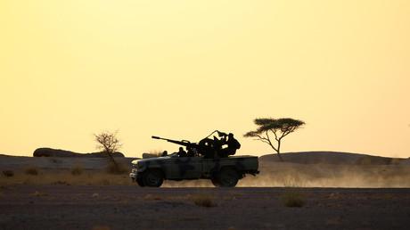 Des soldats du Front Polisarion dans le Sahara Occidental