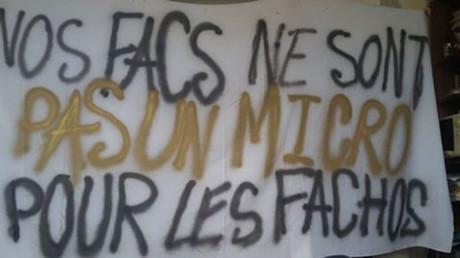 «Pas pour les fachos !» : des activistes s'opposent à la venue d'Alain Finkielkraut à Sciences Po