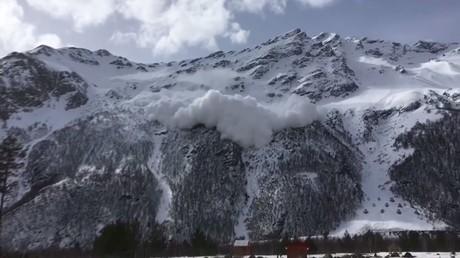 Images de l'avalanche mortelle qui a fait quatre victimes dans le Caucase russe