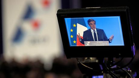 François Fillon est en difficulté depuis les révélations du Canard Enchaîné à propos de l'emploi présumé fictif de son épouse