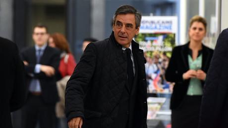 Le comité politique de LR renouvelle à l'unanimité son soutien à Fillon