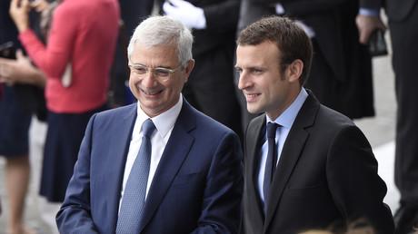 Soutien de Manuel Valls pendant la primaire, le président de l'Assemblée nationale Claude Bartolone envisagerait de voter pour Emmanuel Macron afin de faire barrage à Marine Le pen