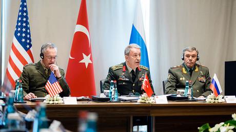 Le chef d'état-Major des armées des Etats-Unis, le général Joseph Dunford, son homologue turc, le général Hulusi Akar et le chef d'état-major des forces armées de Russie, Valery Gerasimov.