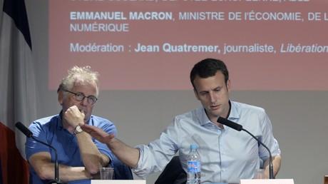 Daniel Cohn-Bendit et Emmanuel Macron, lors d'une conférence à SciencesPo Paris, en juin 2016