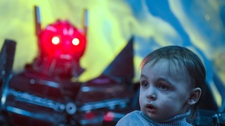 Un enfant lors de l'ouverture d'un musée futuriste à Moscou