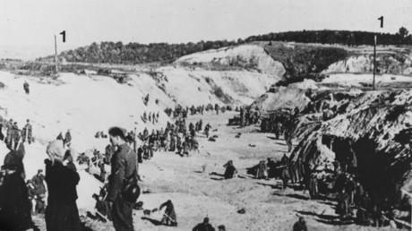 Massacre de Babi Yar près de Kiev en 1941 par l'armée allemande, avec l'aide des nationalistes ukrainiens, photographie de la Wehrmacht / Willy Malizsewski