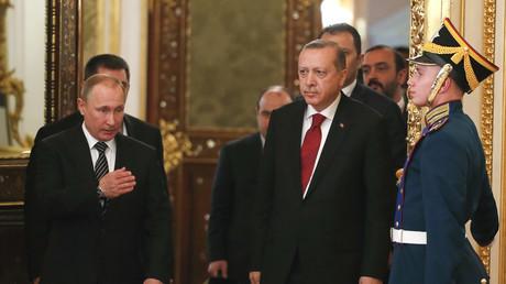 Le président russe Vladimir Poutine et son homologue turc Tayyip Erdogan à Moscou le 10 mars 2017.