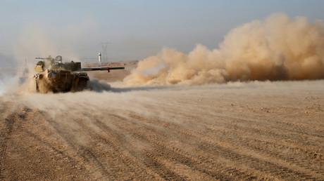 L'armée irakienne en tain de combattre les djihadistes de Daesh, près de Mossoul