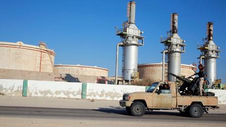 Les forces libyennes pro-Haftar reprennent le contrôle de sites pétroliers