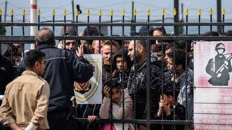 Des migrants sont ramenés en Turquie après avoir été interpellés alors qu'ils tentaient de rejoindre l'île grecque de Lesbos