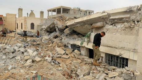 La mosquée détruite par le bombardement américain près du village d'al-Jineh en Syrie