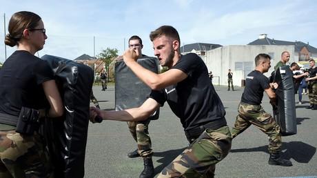 Service militaire, service civique... Que proposent les candidats à la présidentielle française ?