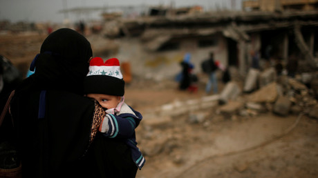 Des personnes déplacées quittent leurs maisons, Mossoul, Irak.